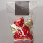 Sachet of 8 praline-filled chocolate hearts (94g)