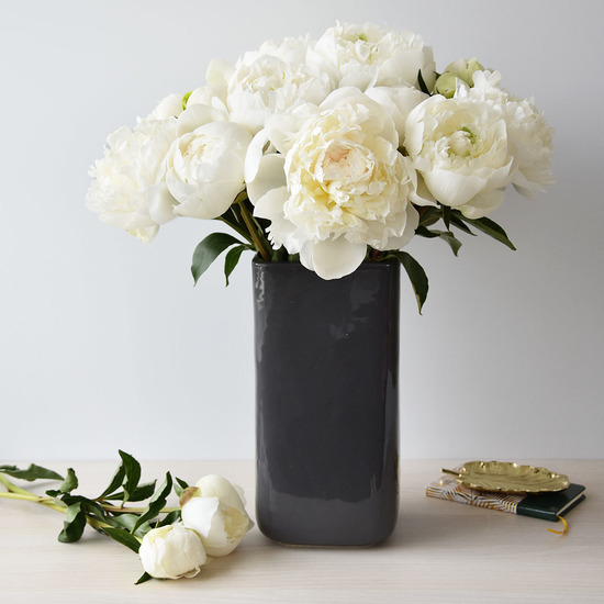 bouquet de pivoines blanches livraison de fleurs aquarelle. Black Bedroom Furniture Sets. Home Design Ideas