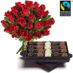 Boeket met fairtrade rode rozen en rochers