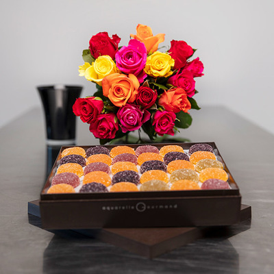 Fruit pastes with a bouquet of 15 roses and a vase