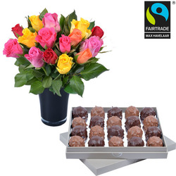 Dark and milk Ecuador Chocolate Rochers + 15 roses and a vase