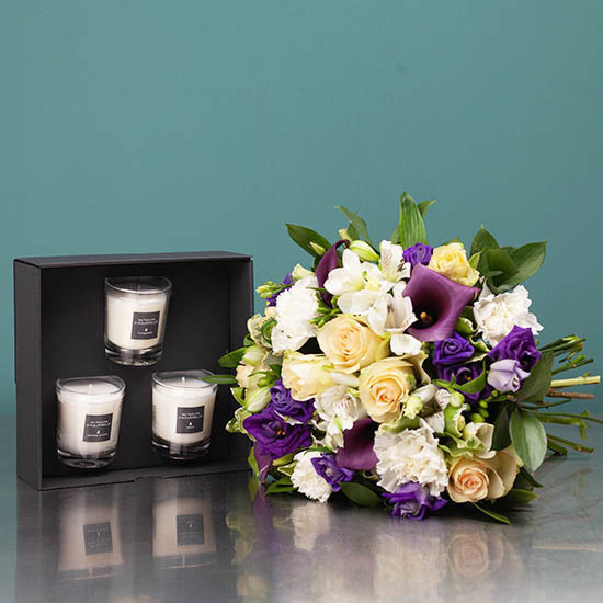 An Irresistible Duo : bouquet and candles