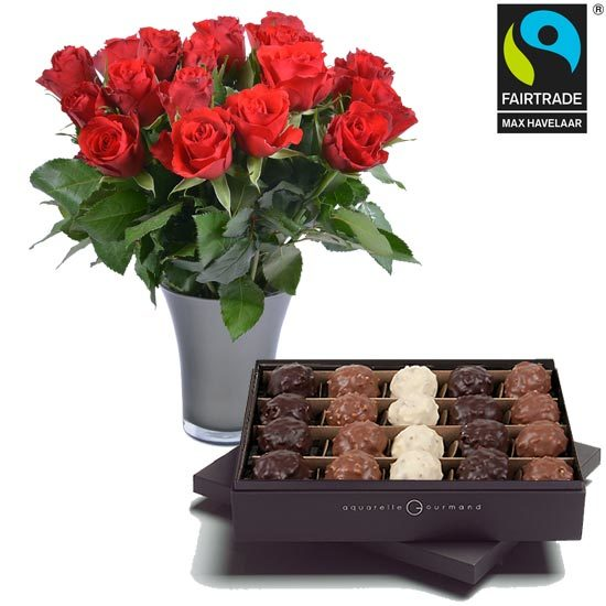 Rochers, FAIRTRADE Roses and a vase